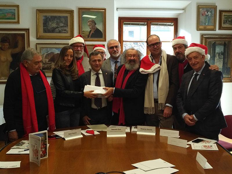 Ecco il regalo della Compagnia di Babbo Natale agli anziani di Firenze