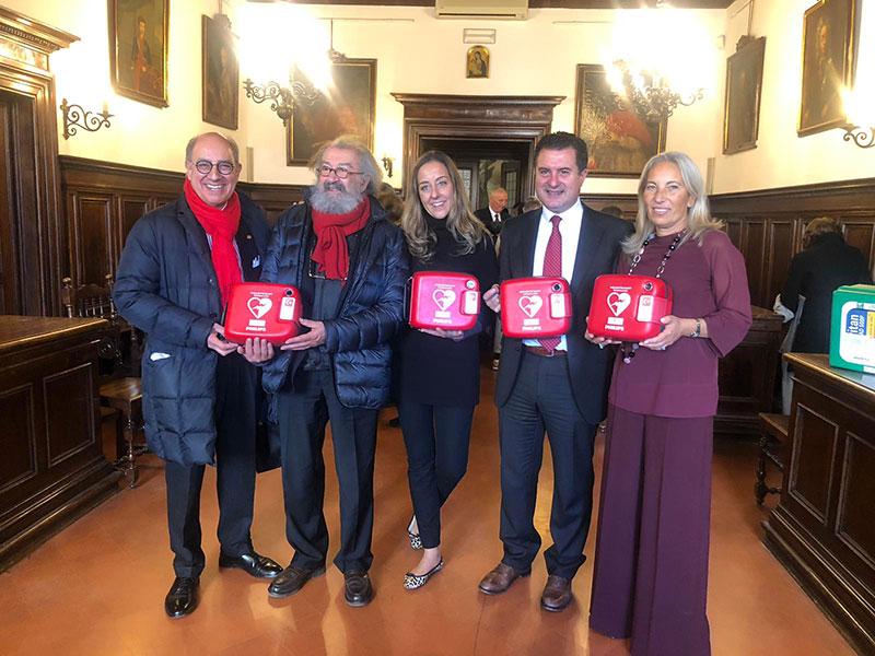 'Il cuore di Firenze': 46 defibrillatori alle scuole fiorentine