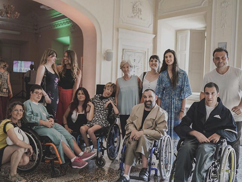 Una collezione di abiti fashion per superare la disabilità