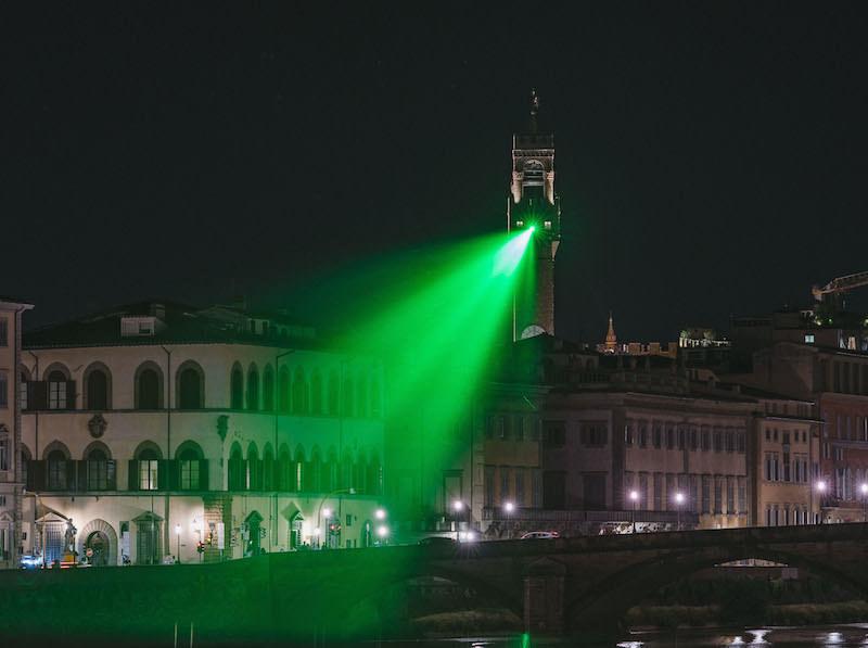 Un 'raggio verde' unisce nella notte Palazzo Vecchio col Ponte Vespucci